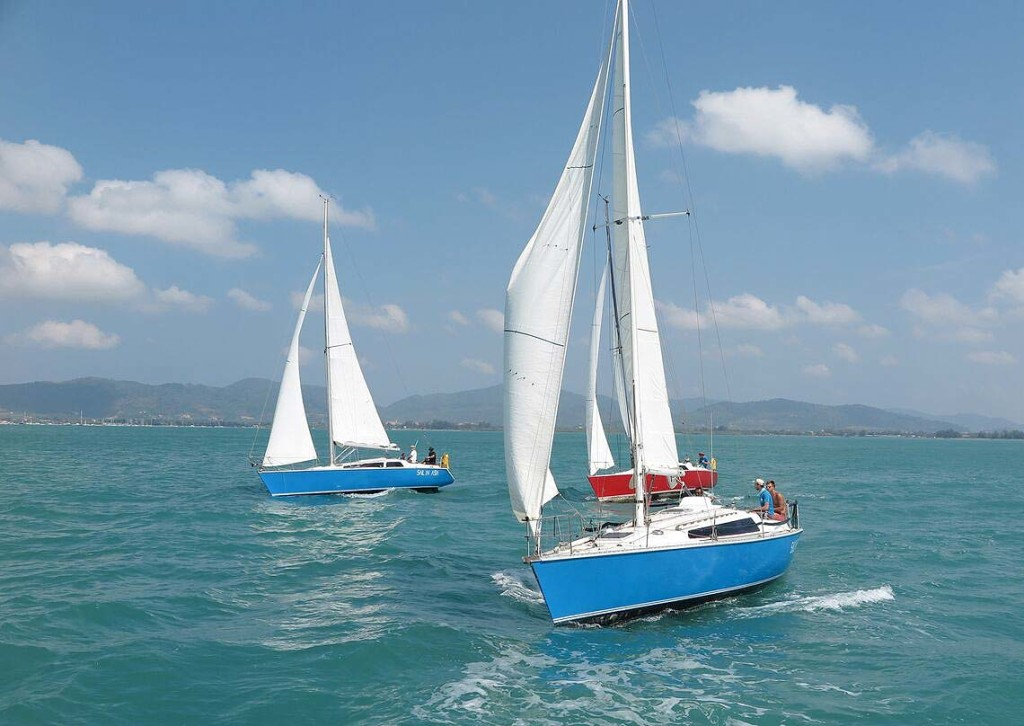 2-farr-sisters-racing-charter-yacht-sail-in-asia